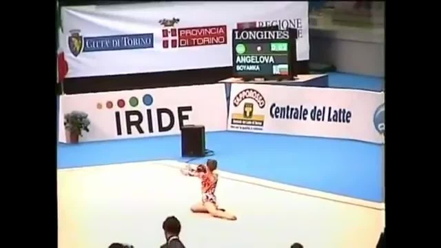 Tiny Girl Walks Up With Red Ball, Leaving Crowd Breathless With Her Unusual Moves