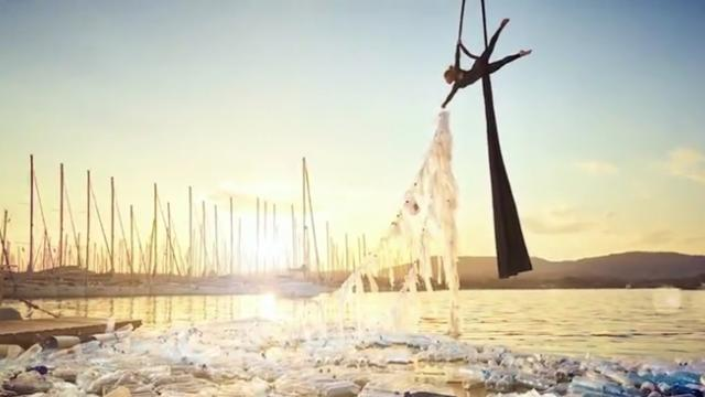 Giant artworks highlight just how much plastic enters the ocean every minute