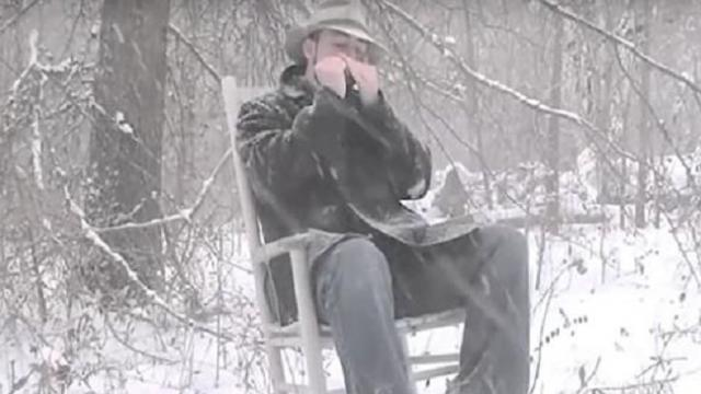 Man interprets Amazing Grace on harmonica – the result gives millions goosebumps