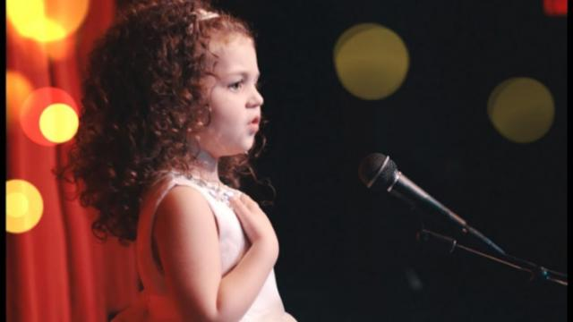 Tiny 5-Year-Old Comes On Stage And Belts Out Classic Frank Sinatra Song