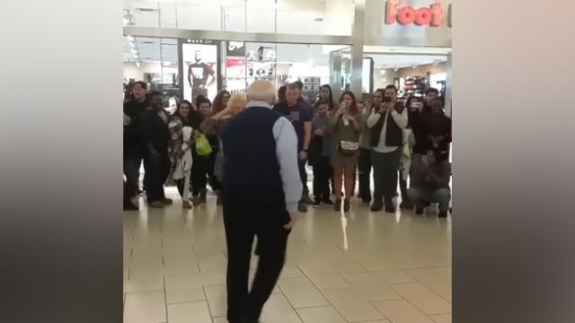 Senior Couple Hears Their Favorite Song In The Mall. What Follows Made Everyone Grab Their Cameras
