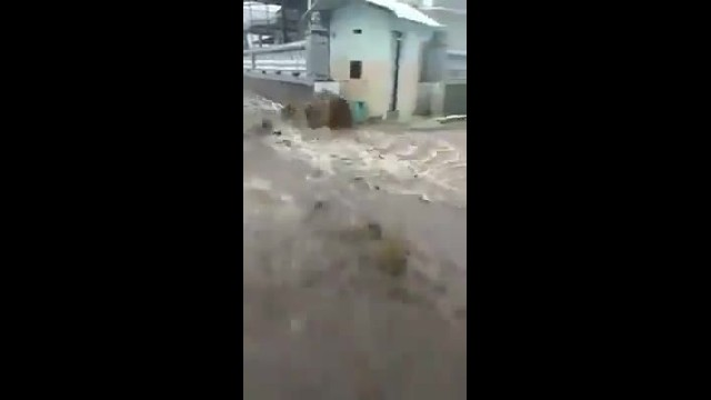 TERRIBLES LAS INUNDACIONES EN INDONESIA