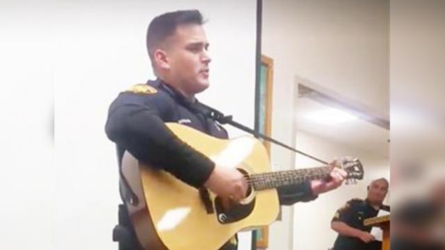 Texas Cop Sings Johnny Cash Flawlessly In A Surprise Performance Fellow Officers Werent Expecting