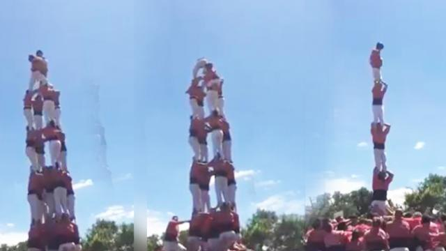Acrobatics performance makes audiences hold their breath until the last minute