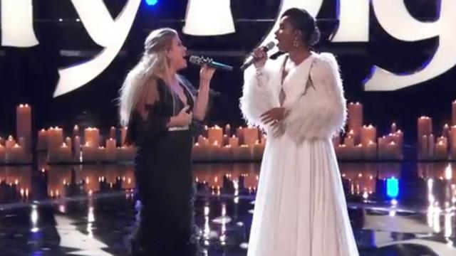 Kelly Clarkson y Jennifer Hudson cantando O Holy Night te pondrán