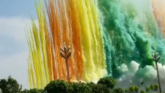Incredible daytime firework