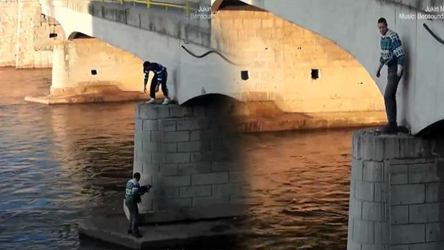 This man climbs down a bridge to rescue a puppy!