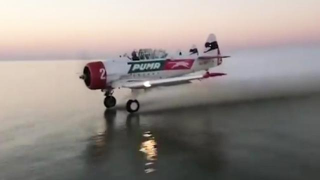 Incredible moment pilot skims the sea with his landing gear - Mail Online