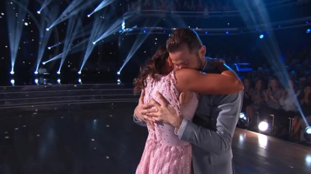 First Ever Blind Contestant On 'Dancing With The Stars' Inspires Millions With Flawless Routine