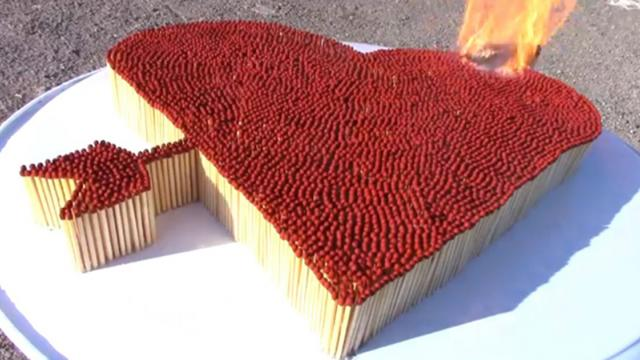Pocket lighter burns 6000 matchsticks at the same time, what will spectacular scene happen.