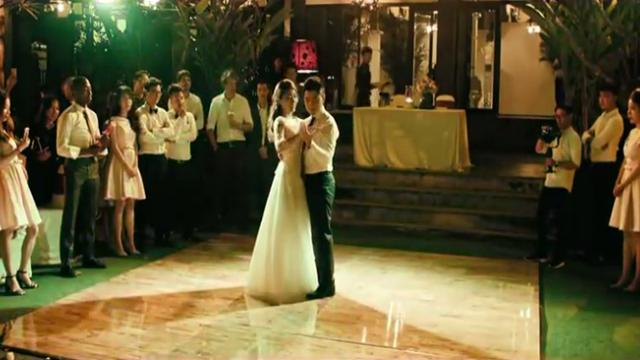 Newlyweds Perform Spectacular First Dance At Wedding_Trim