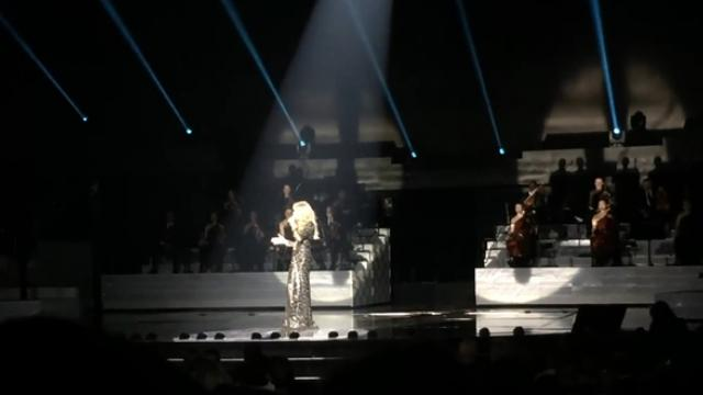 Céline Dion covered Adeles Hello and brought the house down