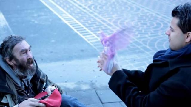 Magician Brings Smile to the Face of a Homeless Man