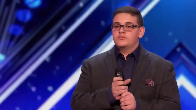 Teen acts nervous on stage but stuns judges with just the first note