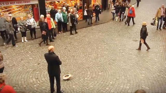 Man Drops His Hat On The Ground But Its His Next Move That Sends Chills Down Everyones Spine