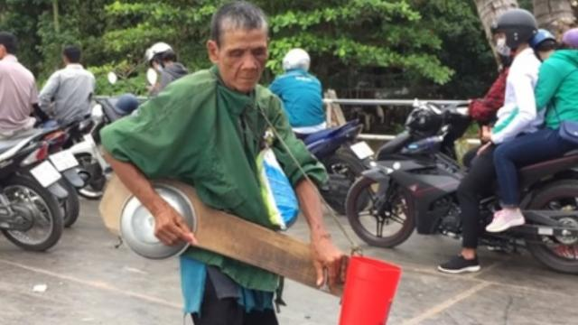 The Old Blind Man Makes a Living by Xylophone Made From Pot and Board Touching Millions of Peoples