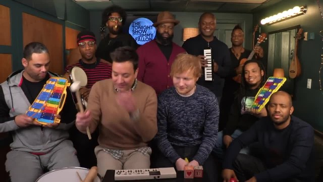 Mira a Ed Sheeran con Jimmy Fallon interpretando ''Shape Of You'' con instrumentos de juguete