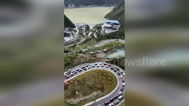 Colossal gridlock stretches for miles on Chinese National Day