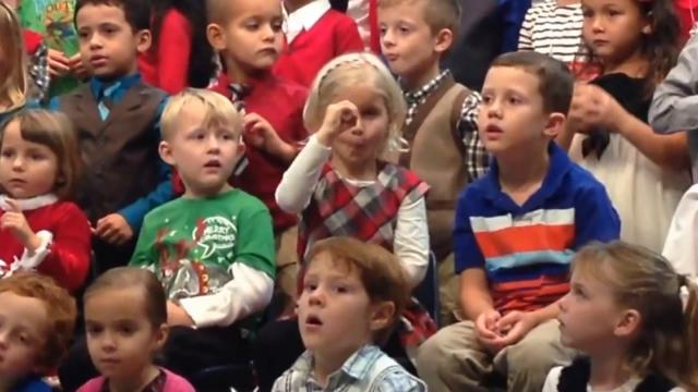 5-Year-old Signs for Deaf Parents During Holiday Concert