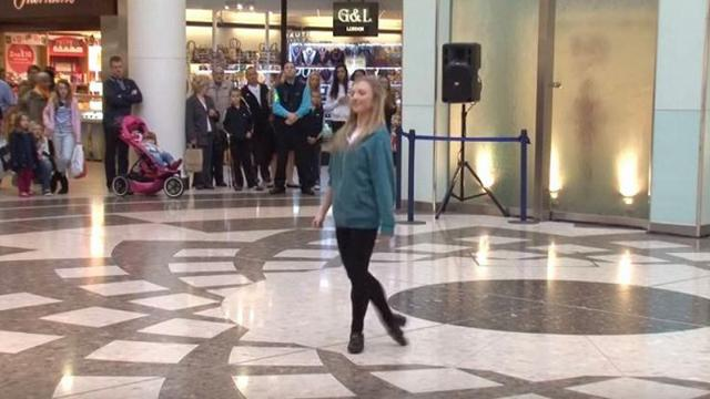 Teen begins Irish dancing in airport when onlookers suddenly join in amazing everyone