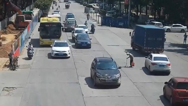 Kind Scooter Rider Stops Traffic to Help Old Woman Cross Busy Road