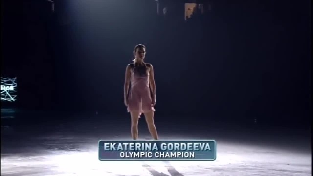 Ice Skater Starts Moving To 'I Dreamed A Dream' And The Audience Is Forced To Burst Into Applause