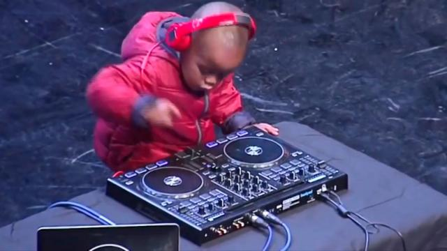 3 Year-old Dj Toddler Got the Judges on Their Feet When They Hear How Good He Play