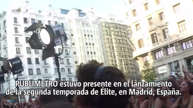 NOTICIAS (VIDEO) Transeúntes son aplastados por enorme cerca (1)