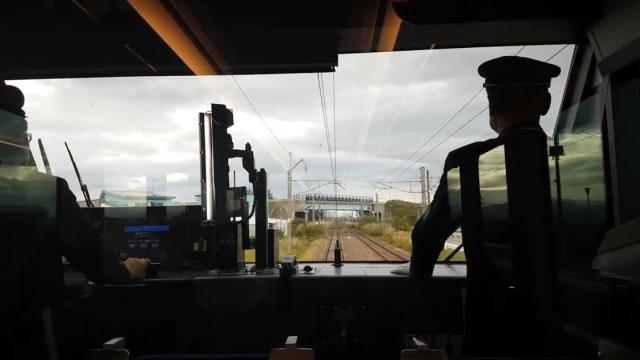 Japanese train drivers can't stop 'pointing and calling'