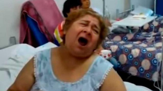 Paciente sorprende con su hermosa voz cantando O Sole Mio - Video