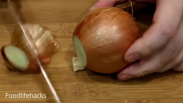Cooking Expert Reveals The Very Best Way To Chop An Onion
