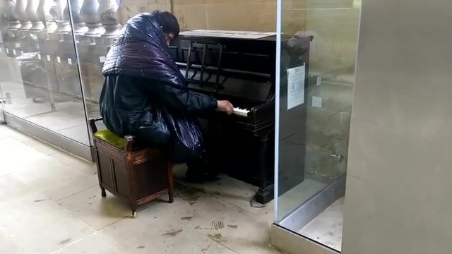 Homeless pianist who reduced commuters to tears found dead in