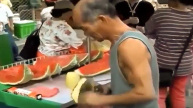 Amazing knife skills when cutting fruit—this man shows you how it's done - Good Times