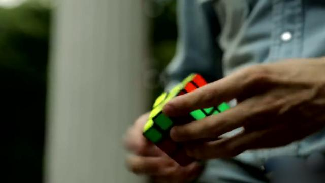 This Taiwanese Guy Can Solve A Rubiks Cube Using One Hand How He Does It SHOCKING