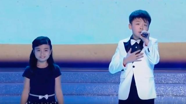 Two Kids With Soaring Voice Sing You Raise Me Up at the Beauty Contest So Touchingly That the Audi (