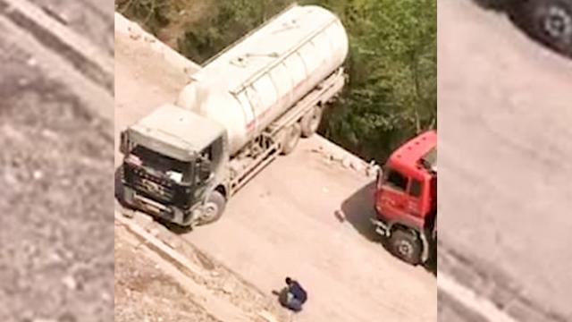 Tanker Driver Performed The Craziest U-Turn Ever!