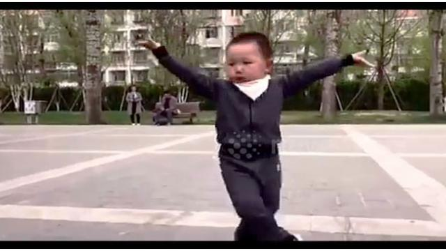 Little boy from Inner Mongolia shows off skillful 'square dance' moves