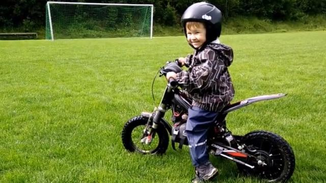 2-year-old masters electric motorcycle without training
