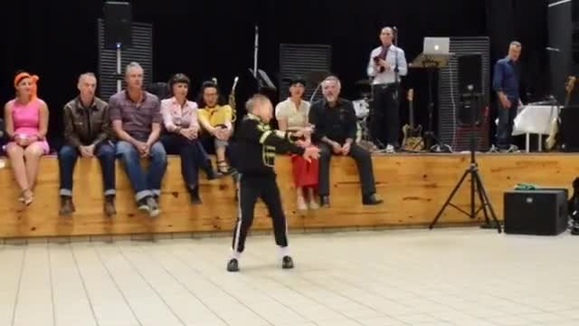 10 Year old MJ fan dancing to Michael Jackson songs