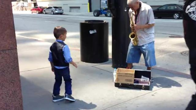 6-Year-Old Dancer And Street Performer Put On An Awesome Performance In Chicago