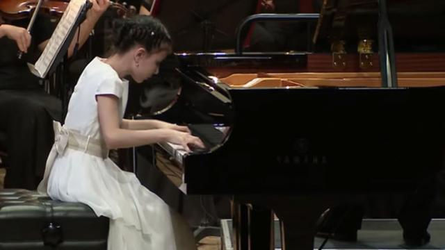 10-Yr-Old Prodigy's Fingers Fly Across Piano During Jaw-Dropping
