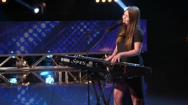 "Young Singer Has Judges Smitten From 1st Note of ""Let Her Go"" Cover._Trim"