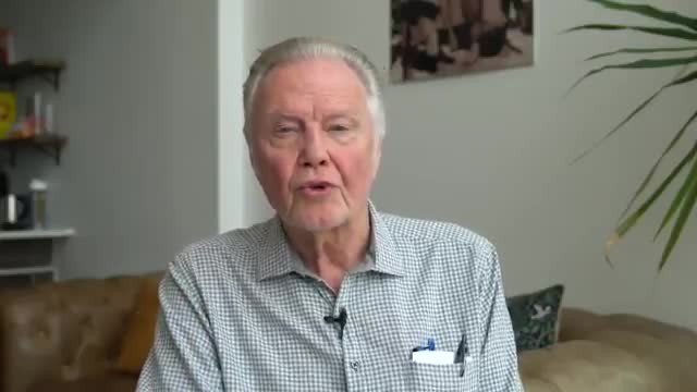 "Jon Voight llama ""un acto de guerra"" intentar destituir al presidente Trump"