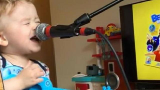 Curly haired 2-year-old grabs the mic, immediately steals the show from moms boyfriend
