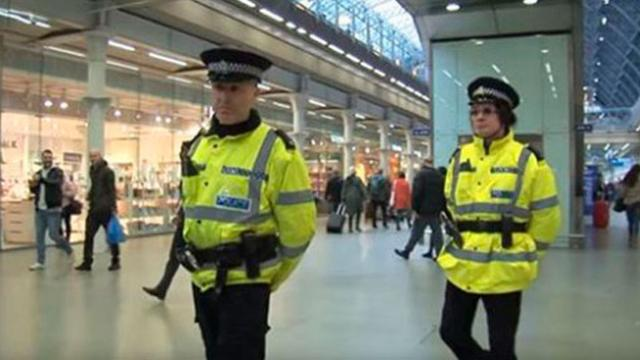 Cops Carry Out Secret Mission At Mall With A Twist