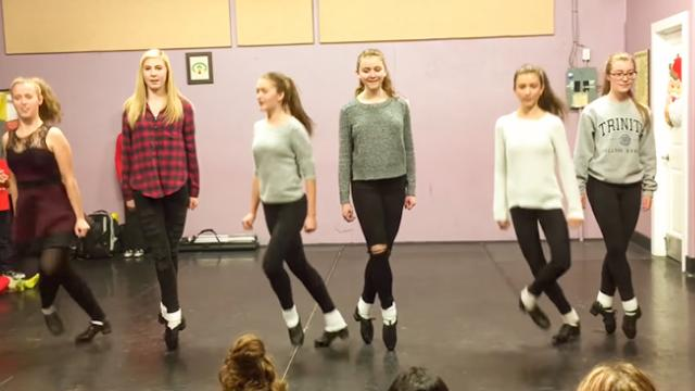 6 Dancers Perform Impressive Acapella Clogging Routine