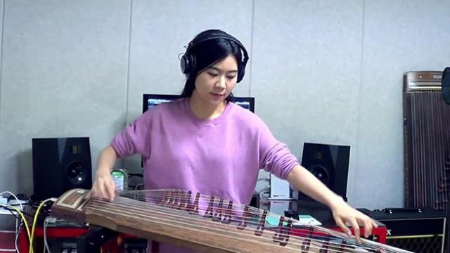 Girl Plays Voodoo Child-Jimi Hendrix On Ancient Korean Gayageum