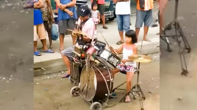 Two Talented Young Girls Impressed Everyone Because Of Their Talent In Playing Drums To Help Their F
