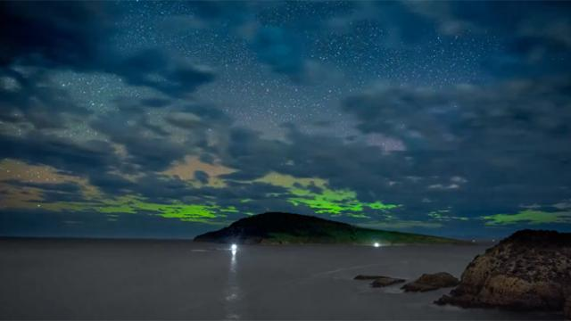 Brilliant Aurora Australis Captured in Tasmania Timelapse