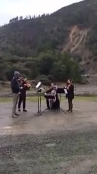 Musicians Entertain Stranded Drivers As Mudslide Blocks Highway (WATCH)